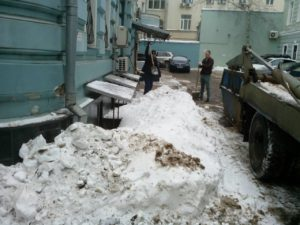 Вывоз снега с объекта