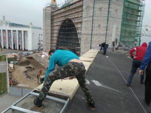 Монтаж парапетных отливов на ВДНХ