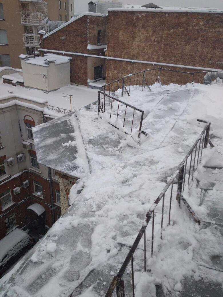 чистка крыши альпинистами