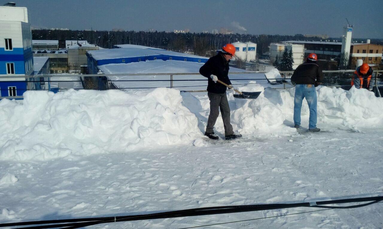 Очистка крыши от снега своими руками