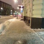 Работы по уборке снега с крыши банка