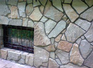отделка цоколя камнем